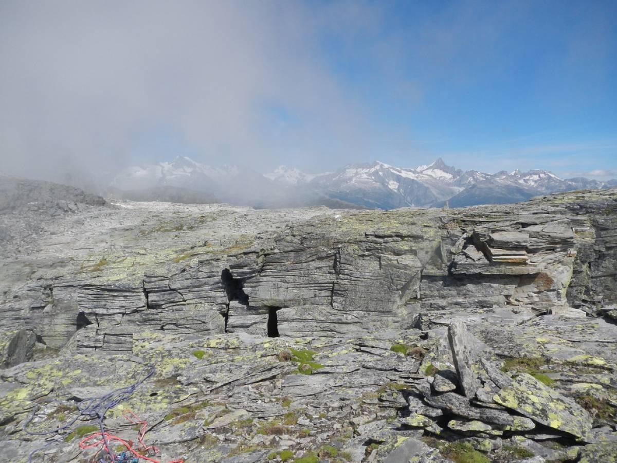 Dalla cima le montagne della svizzera - Torre Vitali