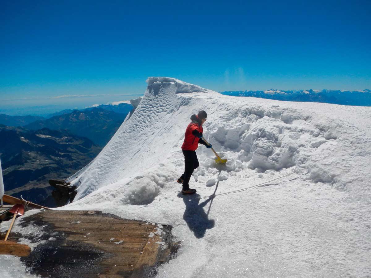 Neve per produrre acqua alla capanna Margherita